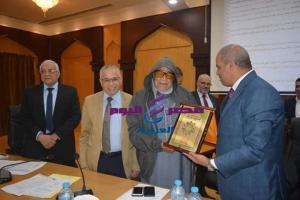 مجلس جامعة الأزهر يكرّم الشيخ صالح كامل لجهوده المخلصة فى الارتقاء والنهوض بمركز الاقتصاد الإسلامي