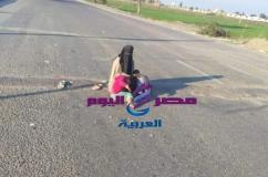 بالصور - سيدة وأطفالها يفترشون الأرض فى مدخل طريق طنطا -كفر الشيخ |