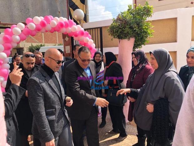 غراب يرافقه وكيل صحة الشرقية يعلن إنطلاق المبادرة الرئاسية لصحة المرأة والكشف المبكر لأورام الثدى | وكيل صحة