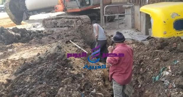 بدء العمل بخط مياه الشرب بطريق دسوق ، فوه قبل أعمال الرصف.