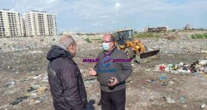 اللواء أشرف بهجت يتابع أعمال رفع المخلفات بنطاق الحي | اللواء