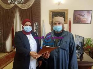 رئيس مدينة دسوق .. تشهد تسليم عدد 2 عقود تقنين أراضي أملاك الدولة للمستفيدين . | رئيس