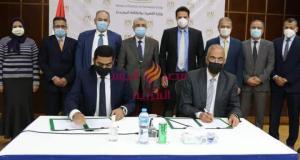شاكر يشهد توقيع عقد محطة لإنتاج الكهرباء بإستخدام الطاقة الشمسية بالزعفرانة | شاكر