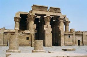 帆船到達 Kom Ombo。它是一個小市鎮,有一座敞大的神廟 Temple of Horus 。