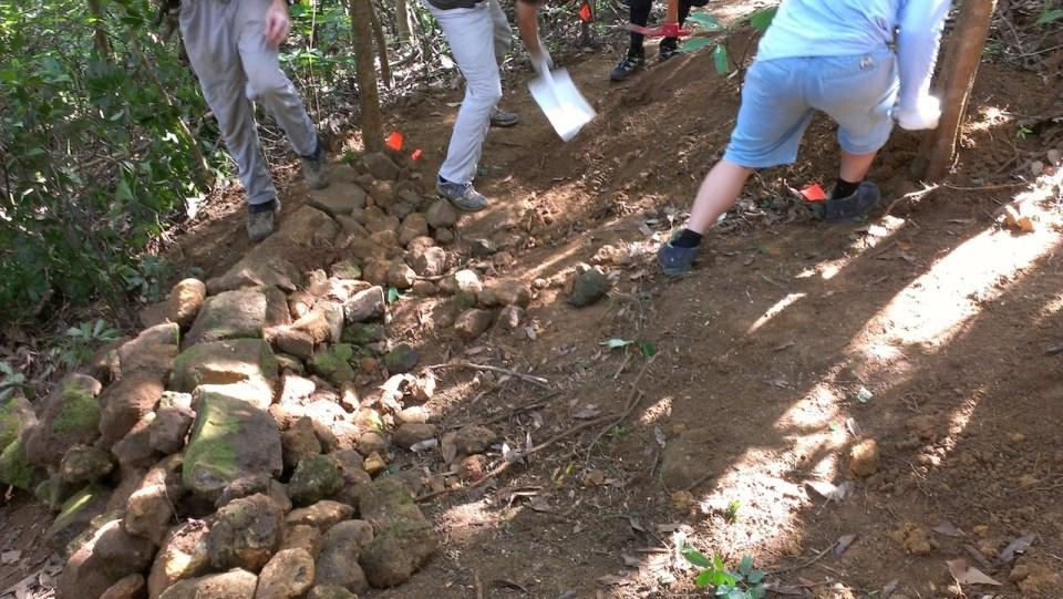 昨日修建之彎位 — 堆石階段。