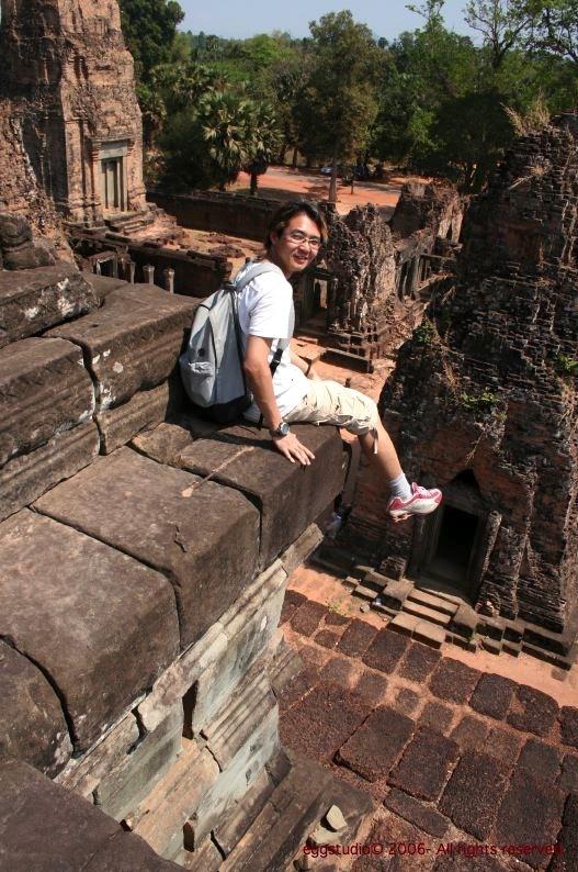 危坐在離地面約十米 Pre Rup Temple 外!