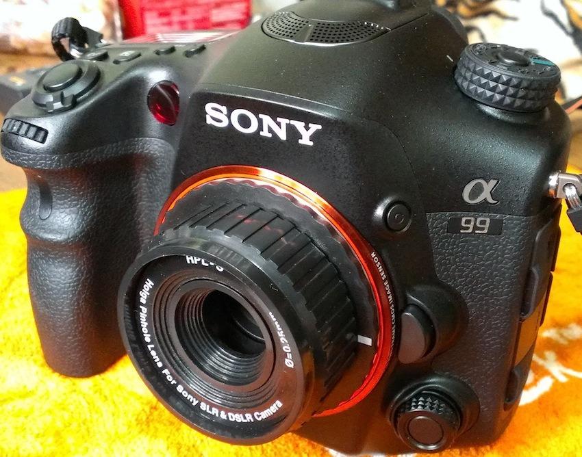 Holga 呢隻針孔鏡十分膠,配合佢一貫玩具相機嘅風格。