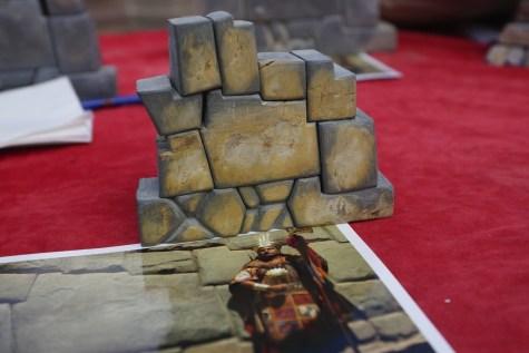 在街邊小檔,買了一個仿 Hatunrumiyoc 的石製「拼圖」。