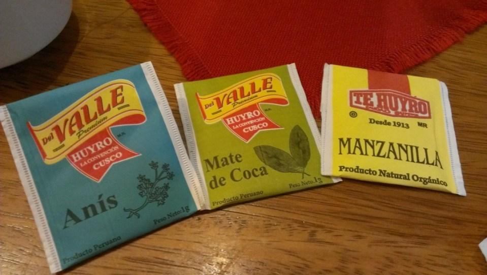 常見的茶包,左起是煮牛腩下的花椒八角的八角、可卡因茶、菊花茶。