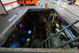 引擎被吊出維修