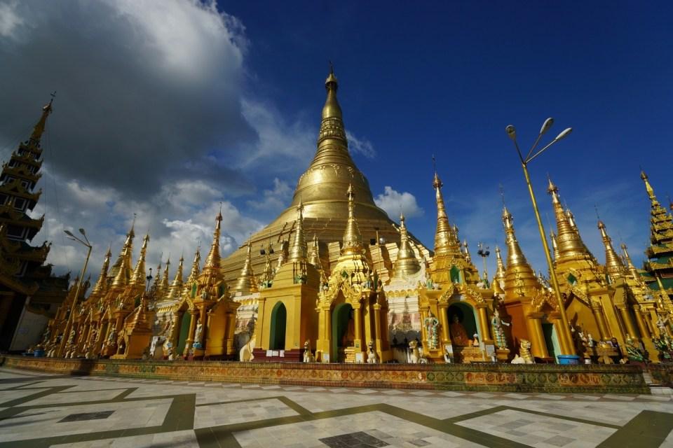 Shwedagon Pagoda(大金寺)。