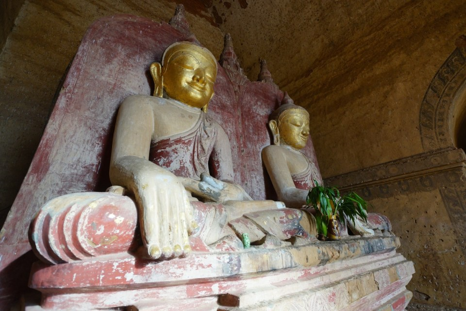 Dhammayangyi Temple 內之佛像。