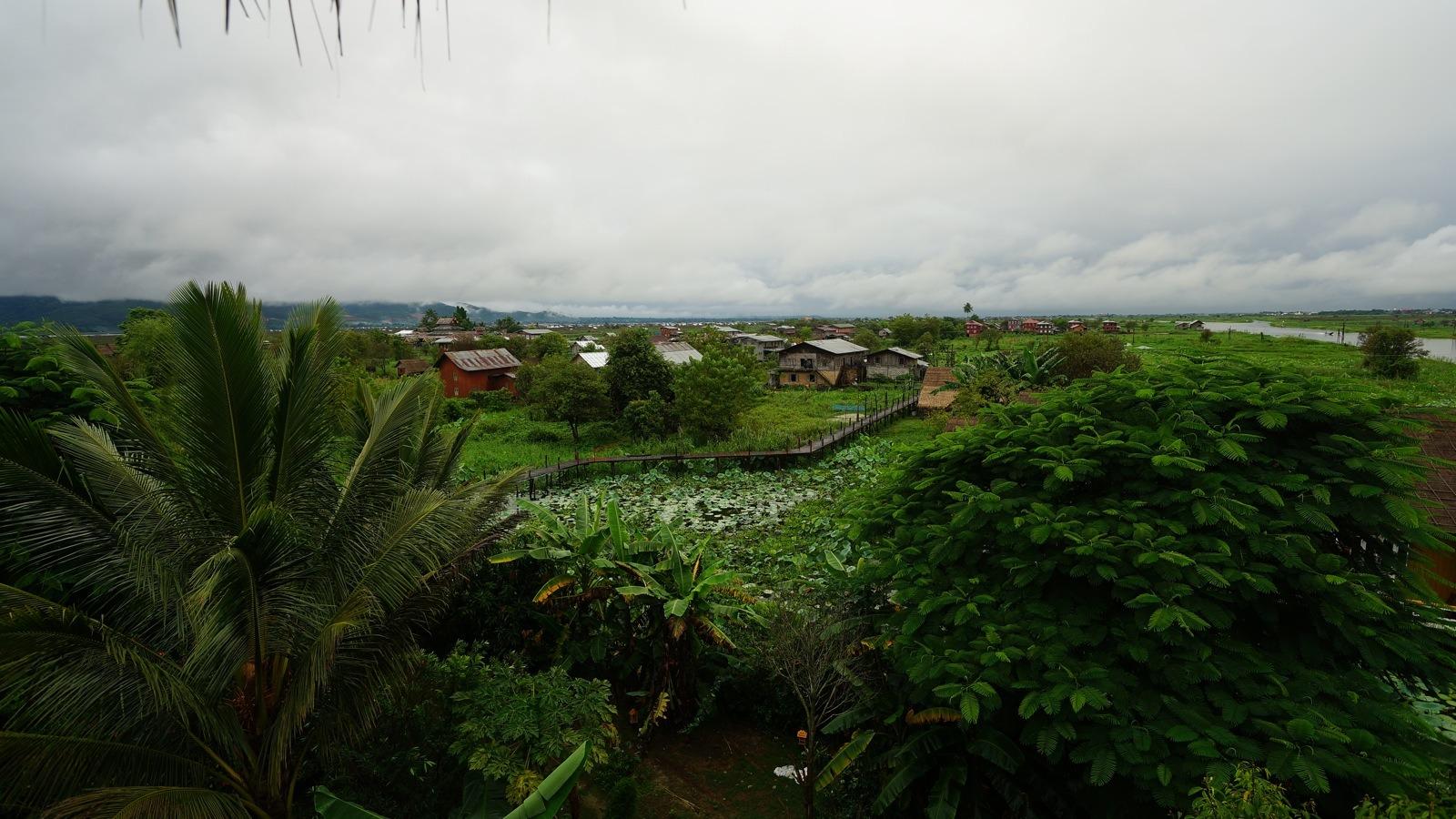 酒店旁邊的村落。