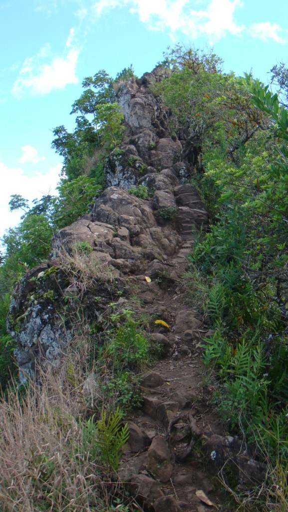 差不多到達第一個山峰前的石牆。