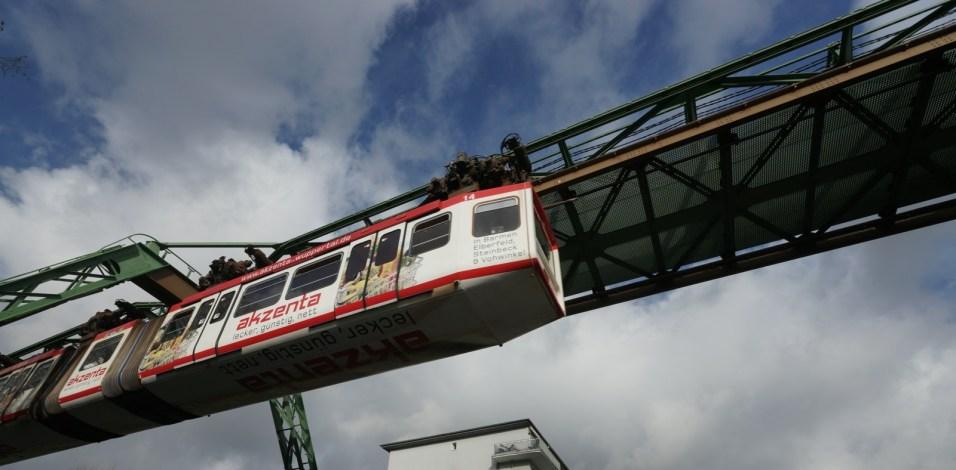 德國遊(三)-- 全球唯一倒吊架空列車 Wuppertal Schwebebahn