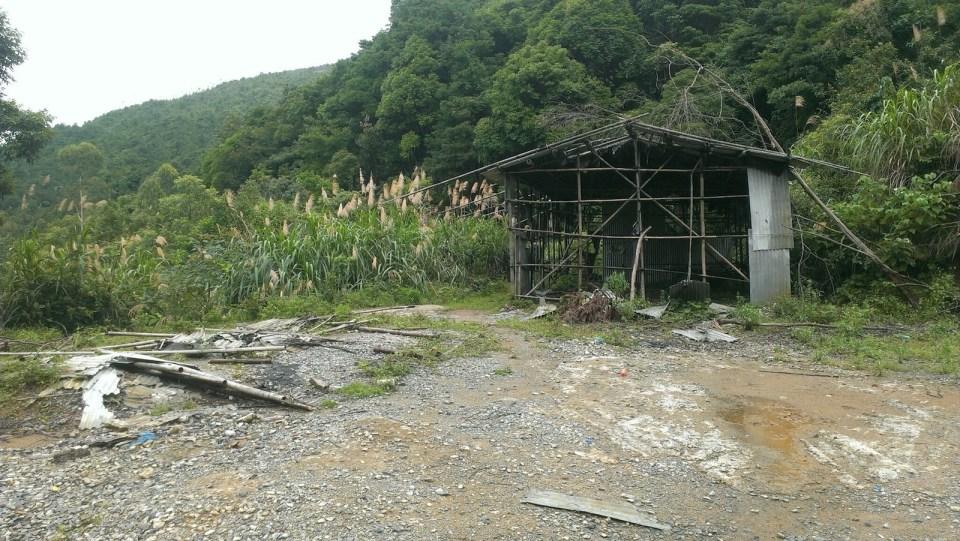 海拔 648 米山坳的茅屋,亦是下山路的起點。