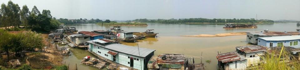 在古竹鎮看東江。