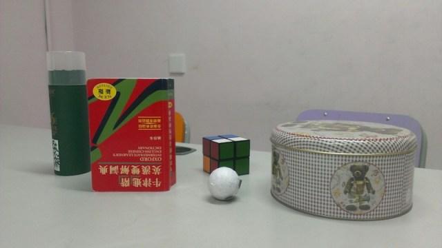 簡單的物件 -- 立方體、球體、圓柱體。