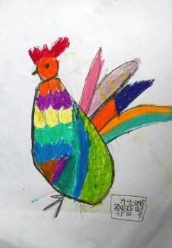 年幼學生嘗試運用不同色彩。