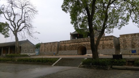 北門早已被毀,只剩地基。當今所見乃重建之北門城牆。