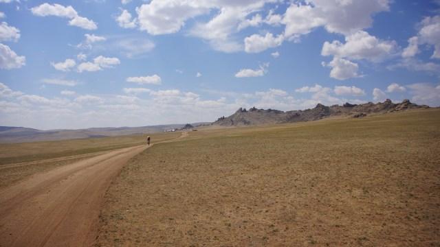 十三世紀公園 -- 從一個景點踩幾公里至十多公里方到達另一景點。
