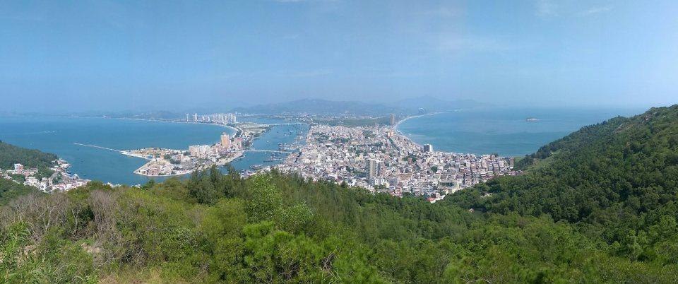 從觀景台俯瞰雙月灣。