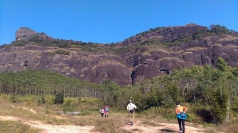 相中中央位置有明顯裂縫;我們是從這裂縫攀爬。