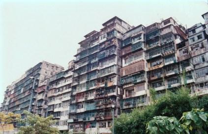 從東正道拍攝城寨外圍。相中可見,居民已搬得七七八八。