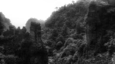 中心洞奇石。