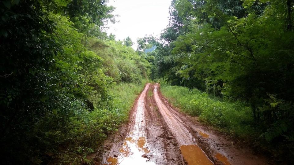 多年前踩過的礦山 XC 路,已在碎石路上鋪上黃泥。