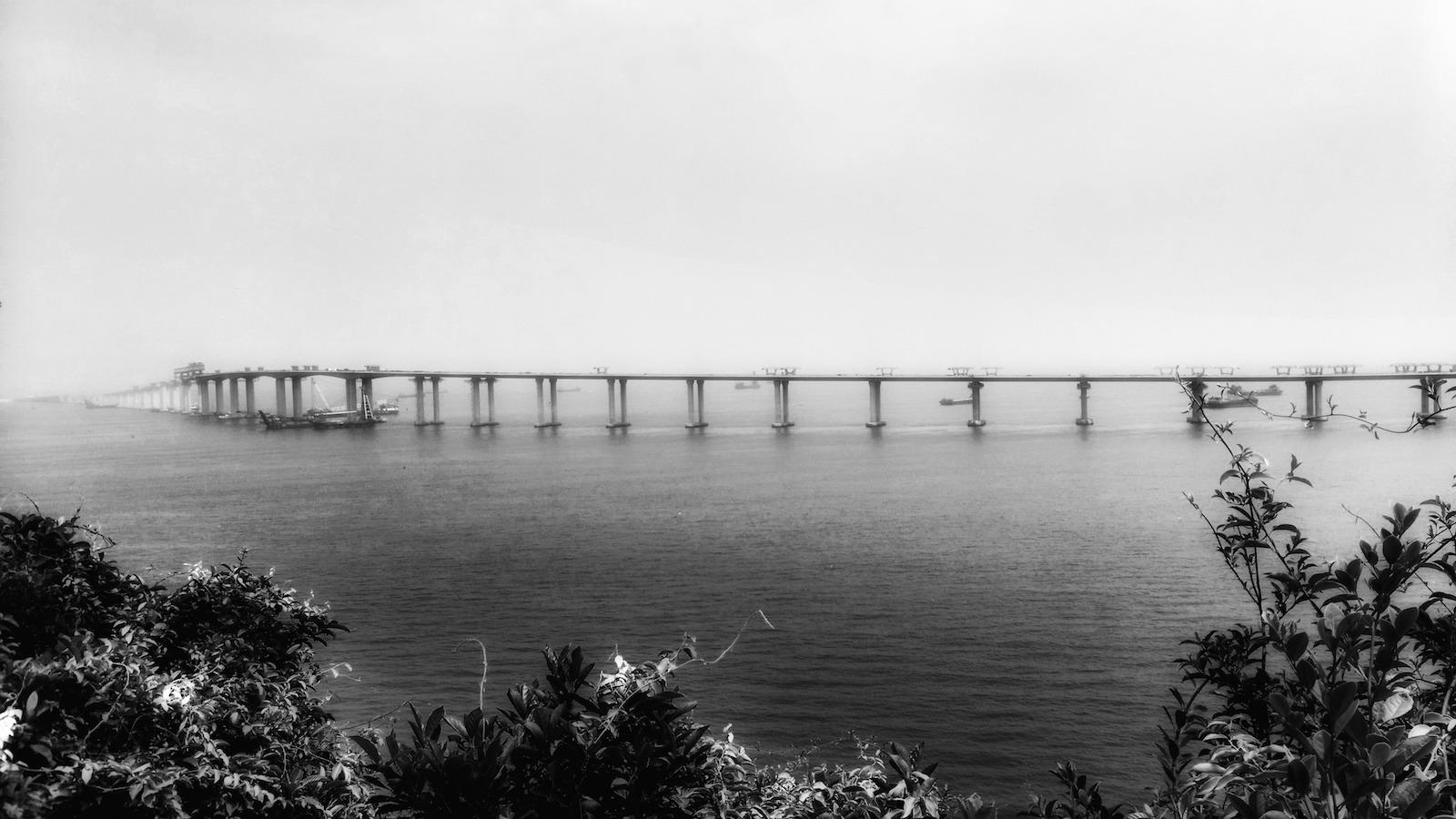 沿海山徑十分接近港珠澳大橋。