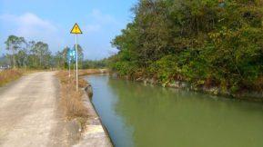 引水道隨處可見算是當地特色 -- 從龍潭鎮往南昆山的鄉道的引水道。