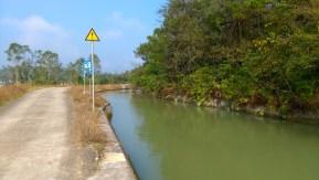 引水道隨處可見,可算是當地特色 -- 從龍潭鎮往南昆山的鄉道的引水道。