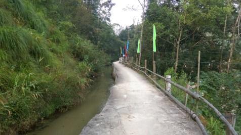 石河奇觀的入口是南昆山常見的引水道。