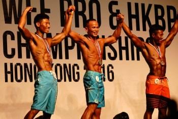 劉 Sir 分別奪得「男子模特 M 組」和「男子模特 30 歲組」的冠軍和亞軍。
