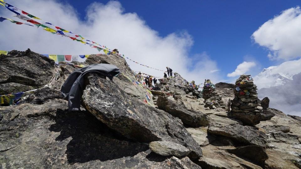 山頂聚了十幾人,十分熱鬧。