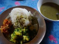 山中吃到的豆飯非常樸素。