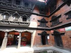 活女神廟 Kumari Chowk 下是賣汽水,可見當地人宗教和生活的界線十分模糊。
