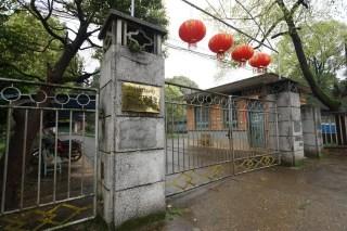 金色的門牌清楚標示「712礦遺址」,代表高度保密的年代已過去了。