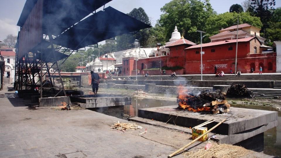 火葬場 Arya Ghat。