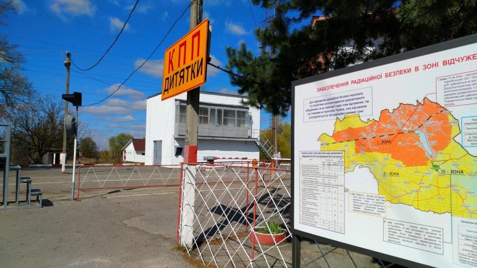 Dytyatky Checkpoint 外地圖,黃色是 30km 疏散區,橙色是 10km 疏散區。Dytyatky Checkpoint。