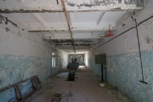 很少人會留意雷達站底座是怎樣的?這是一條畢直的走廊,當時用作鋪設供電電纜。