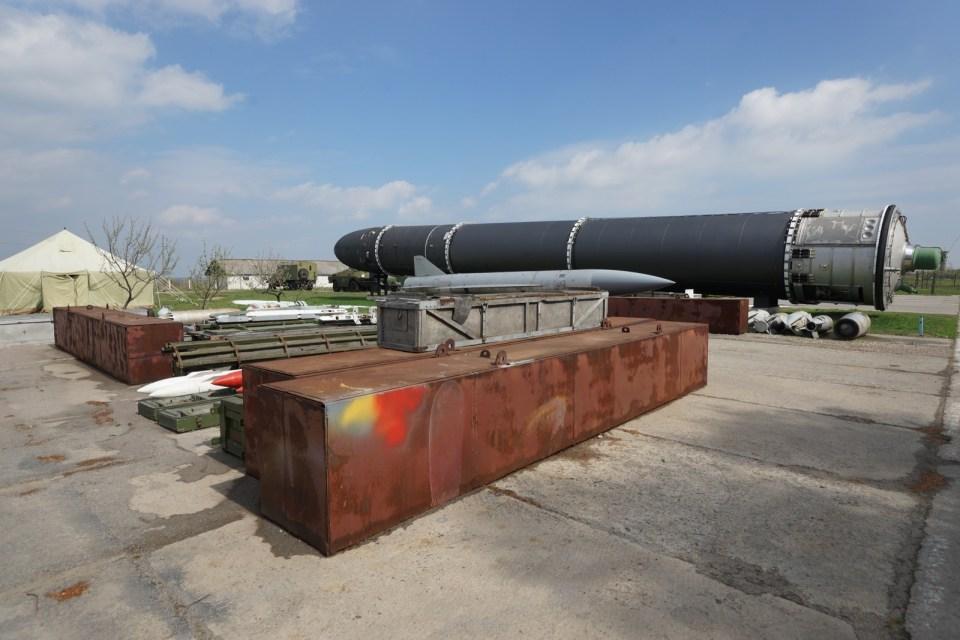 同樣可走上去參觀的導彈運輸車。