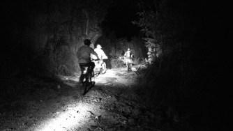南昆山深山深夜探路浸溫泉