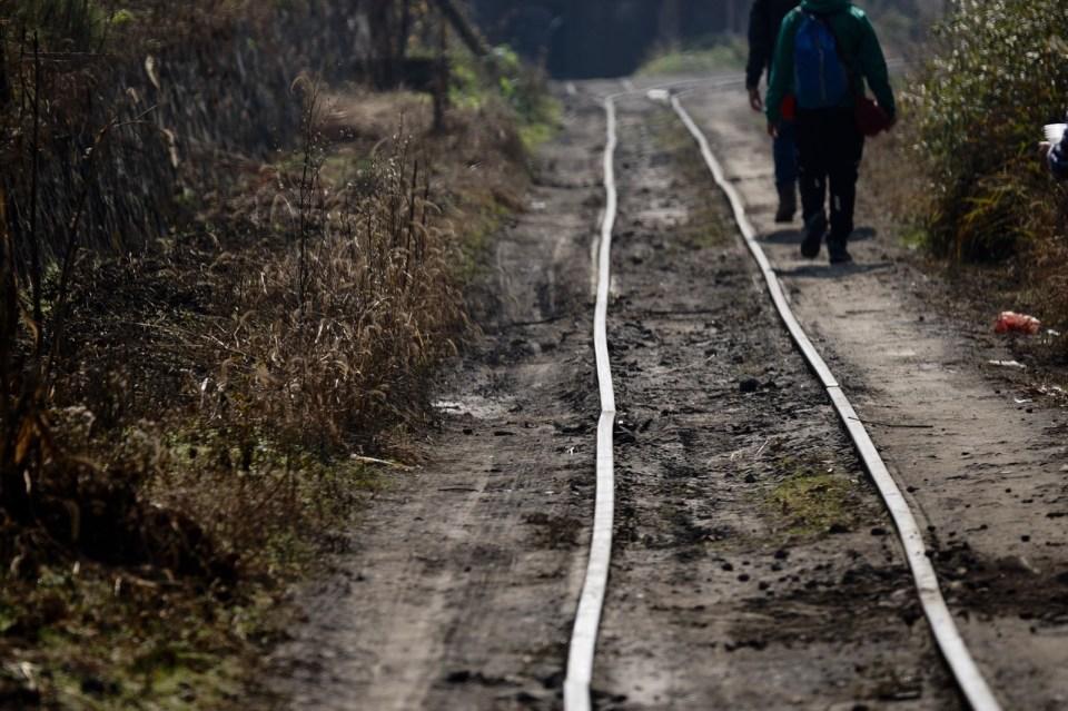 筆直的走線,路軌不是筆直;彎道卻由筆直的路軌構成。