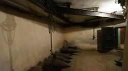 吊運炮彈簡單機械裝置。