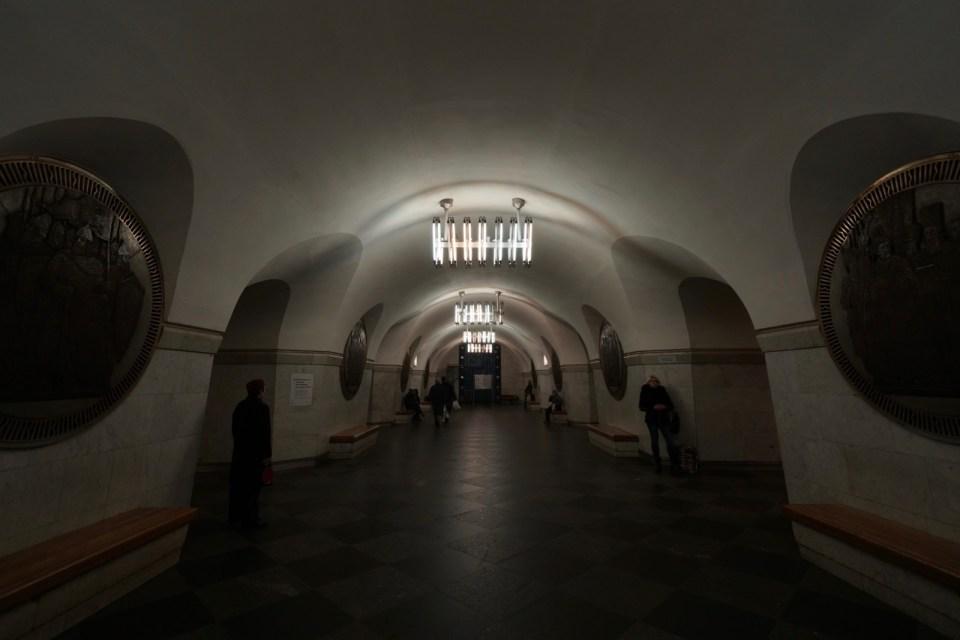 月台末端是防空洞入口。