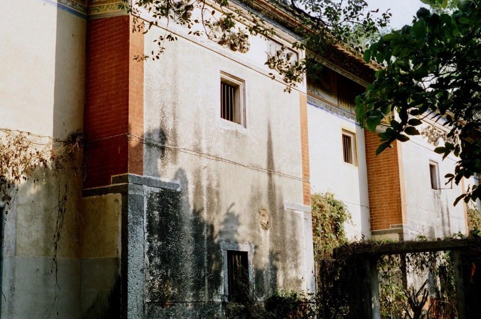 建於上世紀 30 年代的大宅被評為歷史建築,紅磚屋柱令大宅氣派不凡。