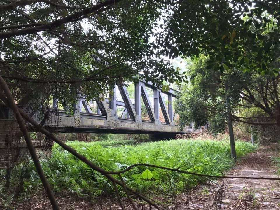 近觀羅湖橋(照片由 Anson Ng 提供)。