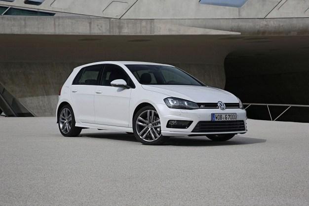 2013 Volkswagen Golf R-Line Package Front 3-4 Left